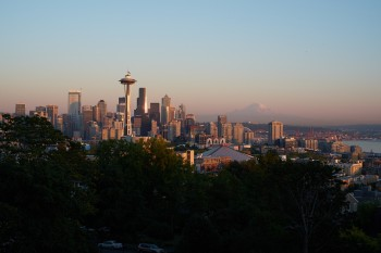 Seattle Skyline mit Mt. Rainier am Horizont