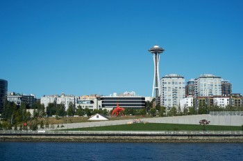 Space Needle mit Skulpturen